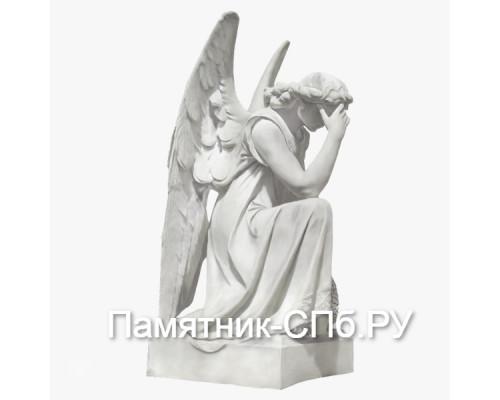 Скорбящий ангел из мрамора