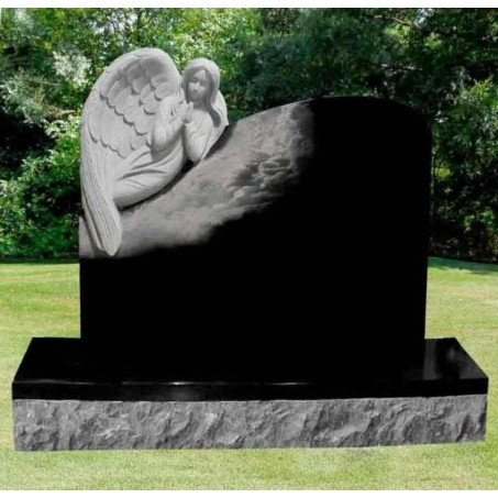 Памятник на могилу из гранита Ангел в облаках