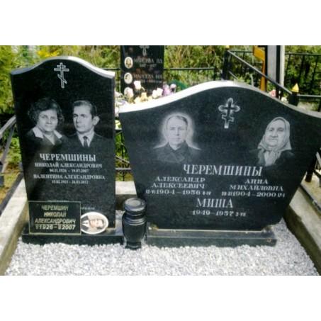 Семейный памятник для четверых из карельского габбро диабаза, <br />