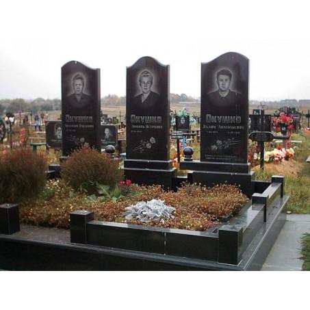 Семейный памятник для троих из карельского габбро диабаза, <br />