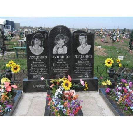Тройной недорогой семейный памятник из гранита