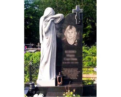 Надгробный памятник с Крестом и Скорбящей матерью