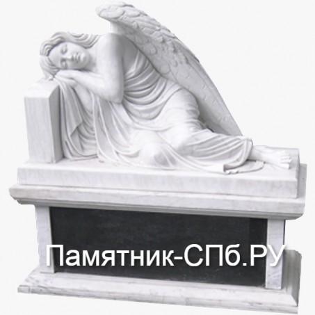 Ангел у надгробья стела