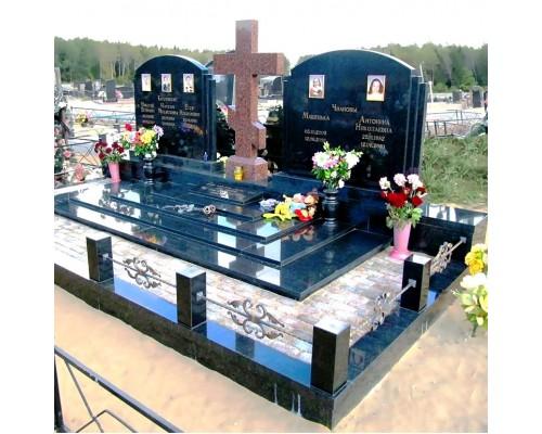 Большой семейный мемориал с крестом sp1594