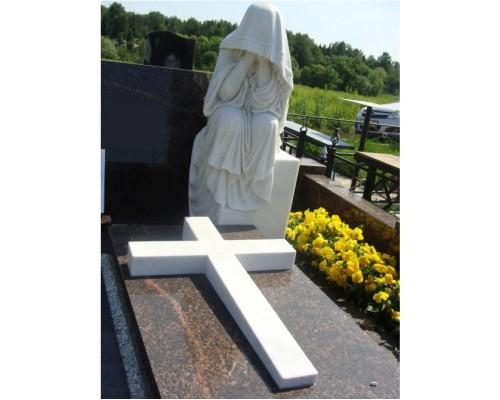 Памятник на могилу со Статуей Скорбящей матери