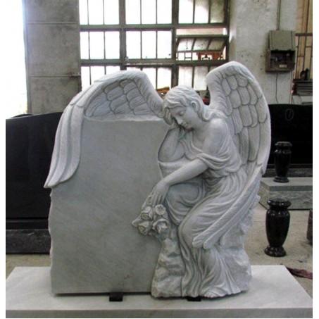 Гранитный памятник с Ангелом