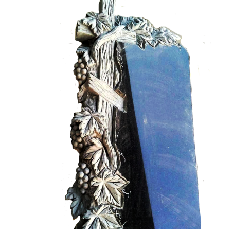 Вертикальный памятник на могилу с Крестом, обвитым виноградом
