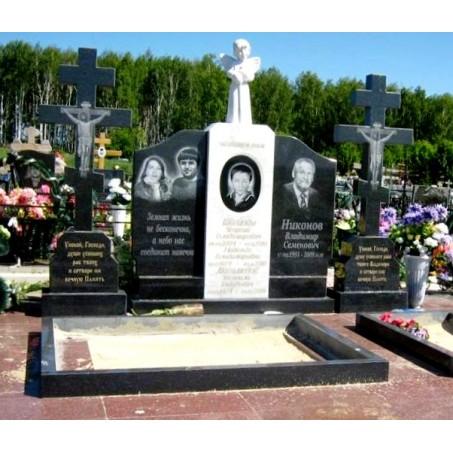 Семейный мемориальный памятник на кладбище